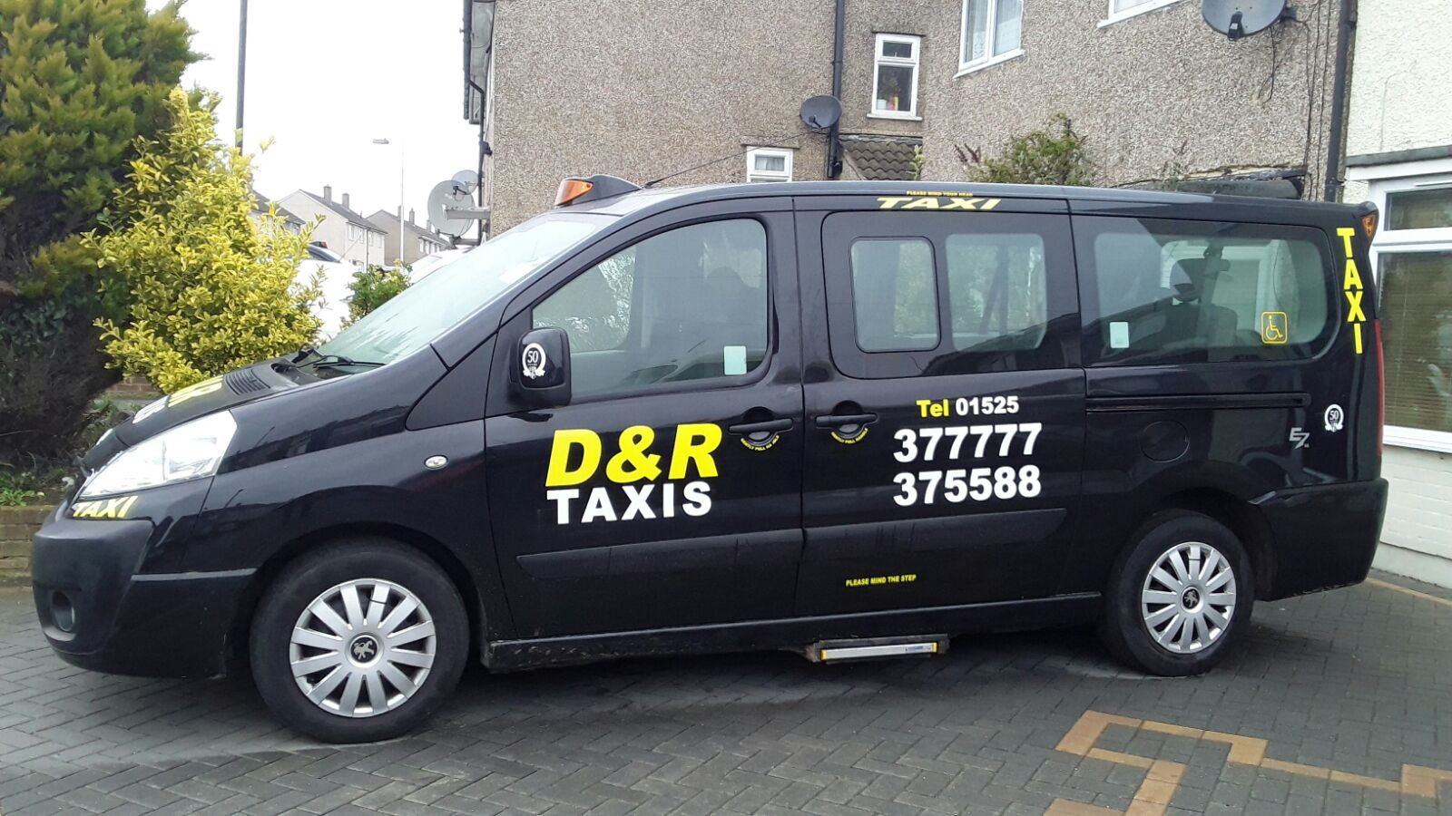 D&R Taxis Plus - Taxis In Leighton Buzzard